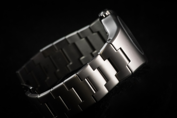 rba112-bracelet-black-bg