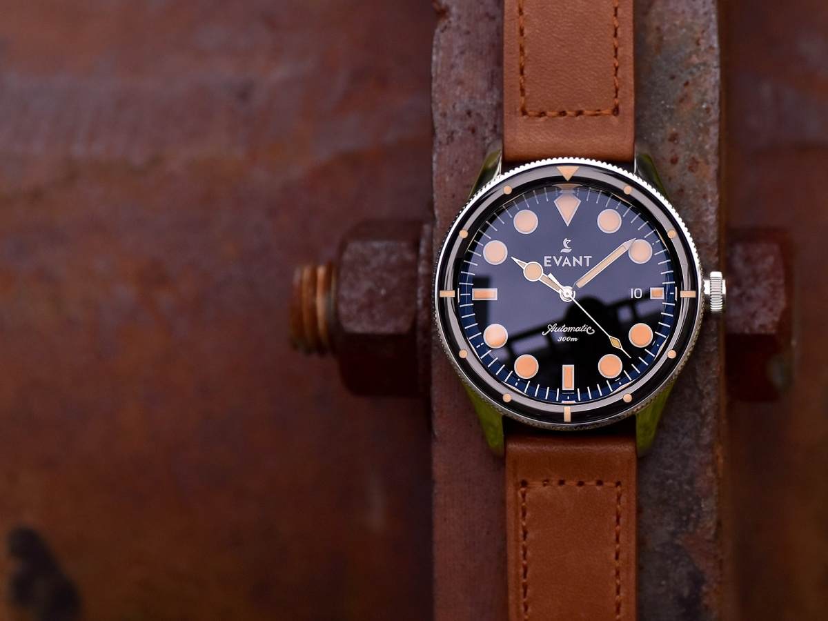 Tropic Diver 300 by Evant Watches, re-emerging  design from the 60s