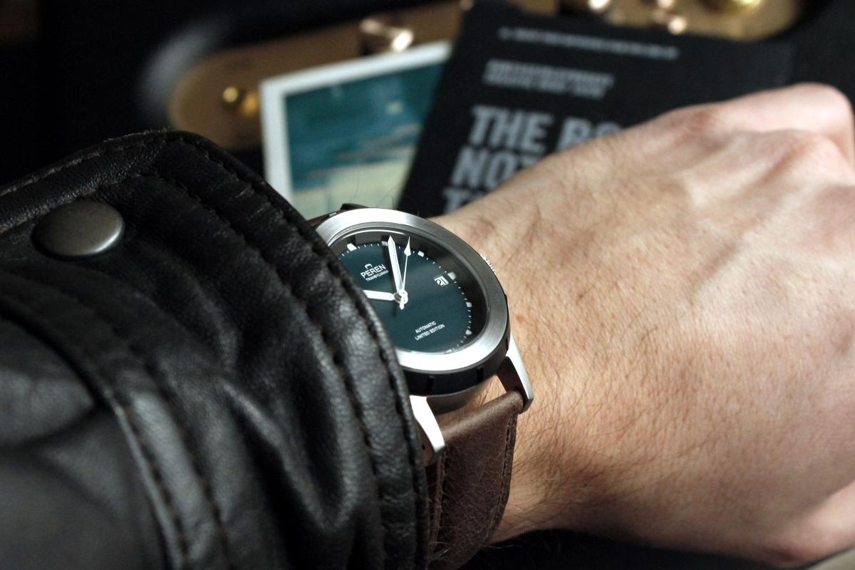 Peren Nera, a Transylvanian Neo-Vintage watch